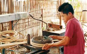 Fabrication de l'ossature en bois d'un canapé onature