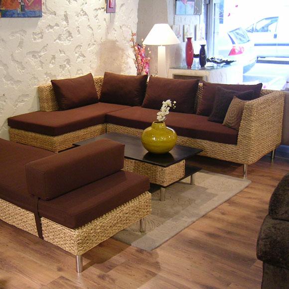 Ambiance moderne pour cet ensemble canapé d'angle et banquette